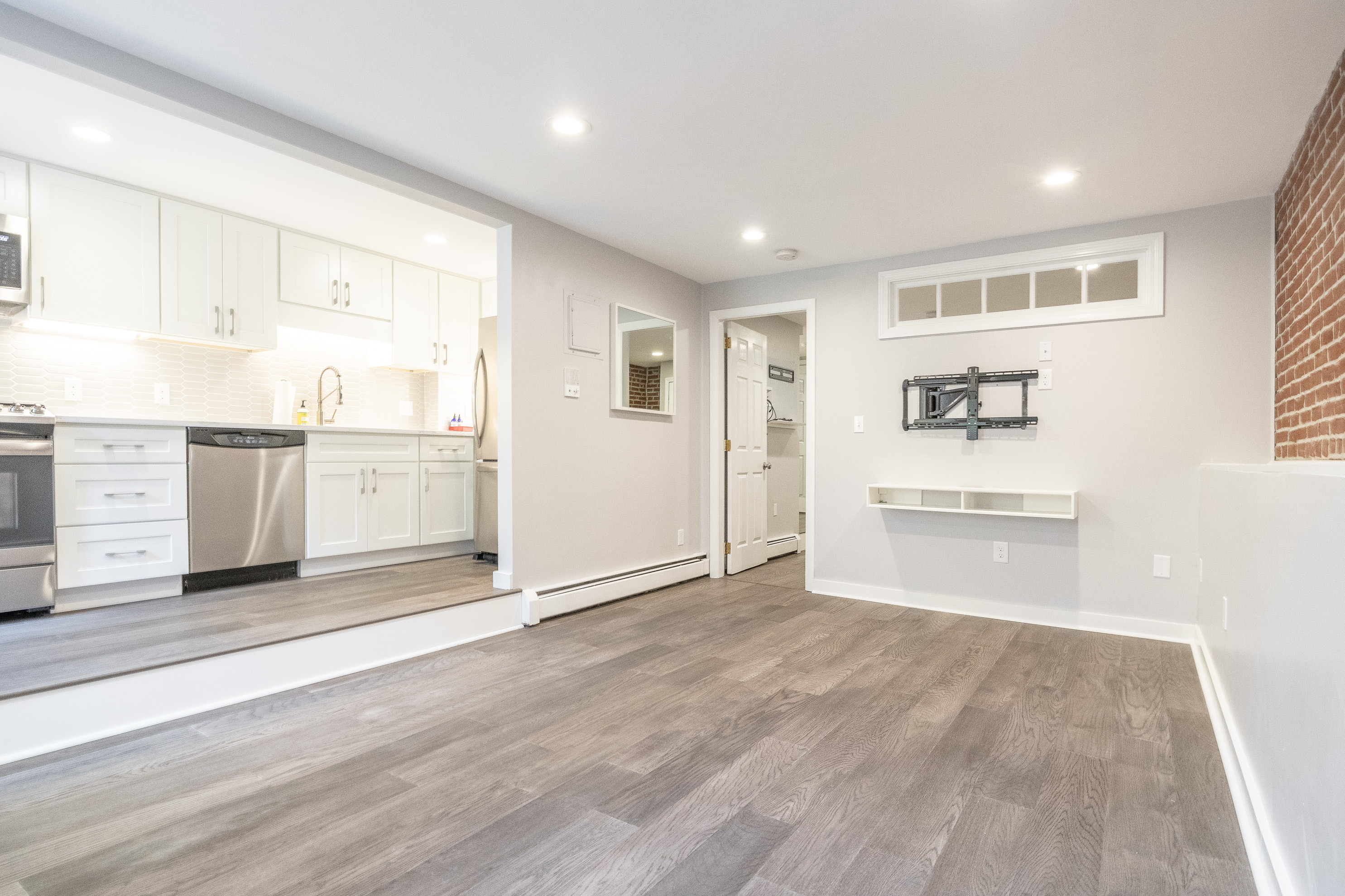 [Just Listed] Gorgeous South End One Bed with Parking